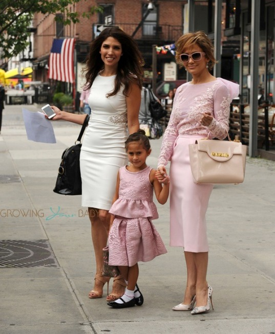 jennifer-lopez-out-in-nyc-with-her-sister-lynda-and-daughter-emma-in-nyc